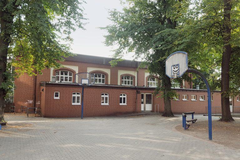 Sporthalle_aussen_SC_Roland